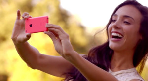 Женщины предпочитают iPhone 5C - фото 1 | Сервисный центр Total Apple
