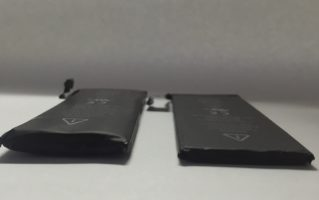 Вздулся аккумулятор iPhone - фото 1 | Сервисный центр Total Apple