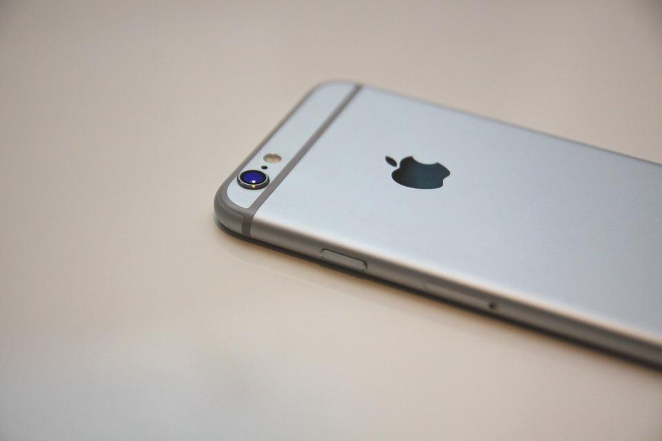 Разбитое стекло на iPhone 6