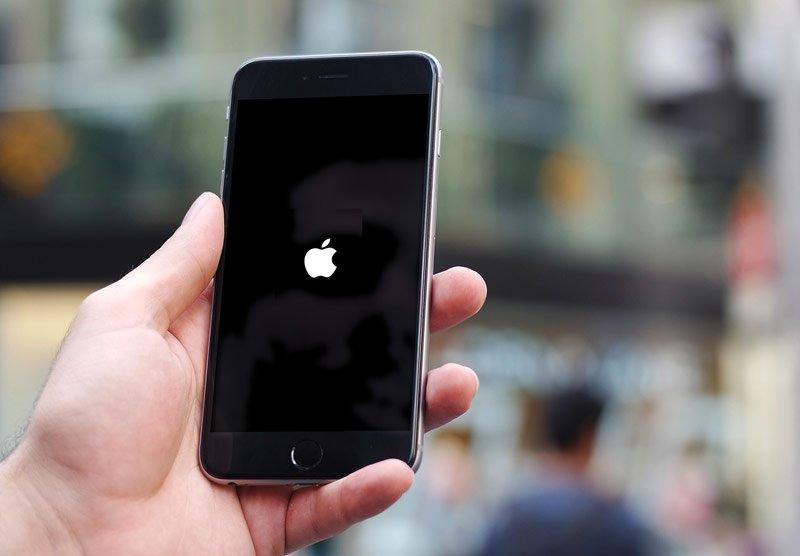iPhone завис на яблоке - service-iphone.ru