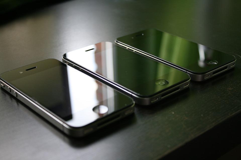 Замена батареи iPhone 4