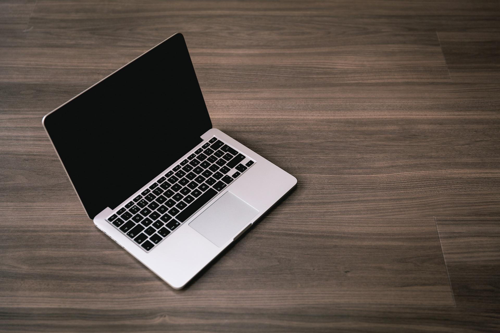 MacBook не реагирует на кабель питания и нажатие кнопки включения, как с этим бороться - фото 1 | Сервисный центр Total Apple