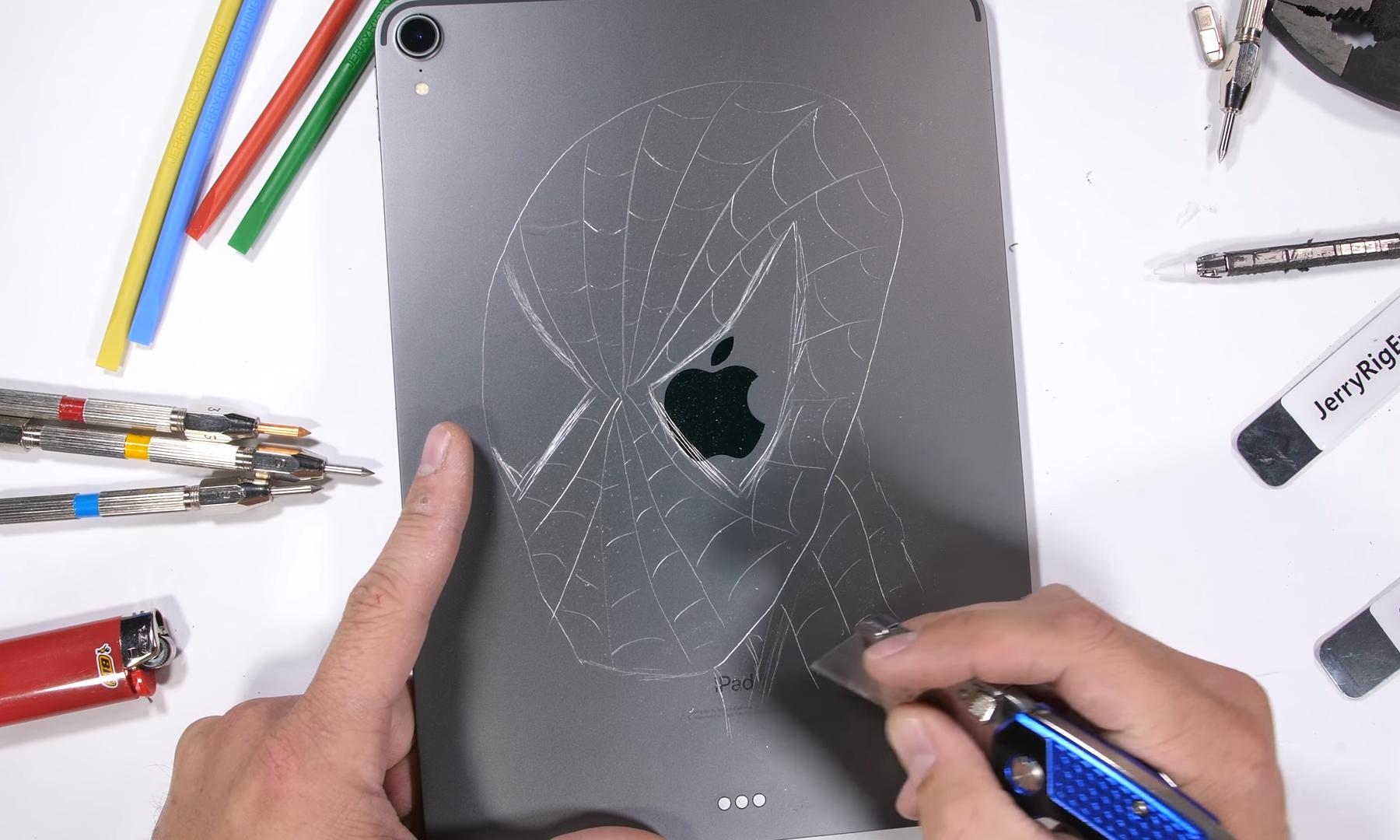 Прочность нового iPad Pro проверена известным блогером - фото 3 | Сервисный центр Total Apple