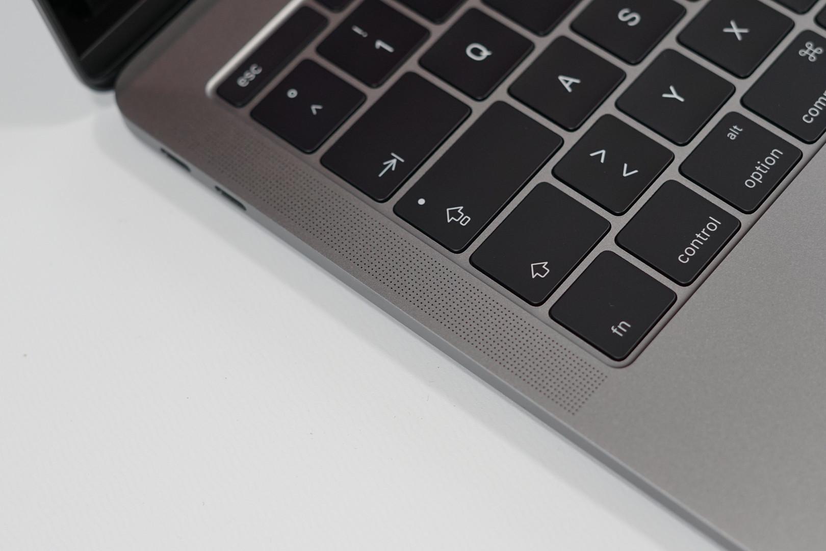 Adobe Premiere Pro выводит динамики MacBook Pro из строя - фото 1 | Сервисный центр Total Apple